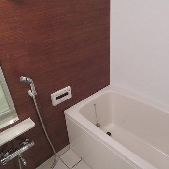 お風呂の壁の色かっこいいなー。