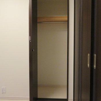 台所の逆にある小さな収納スペースです。
