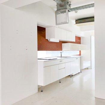 玄関ははいると6条ほどの部屋とながーいキッチン!
