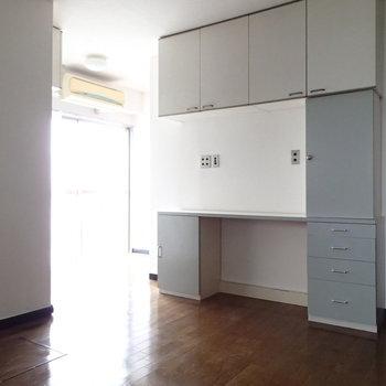 カウンターのあるキッチン台もあります。