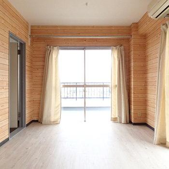 こちらは奥の7帖のお部屋です。