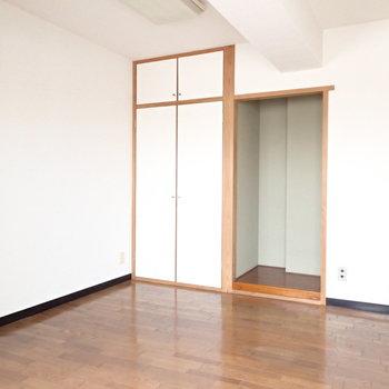こちらは4帖ほどの洋室です。