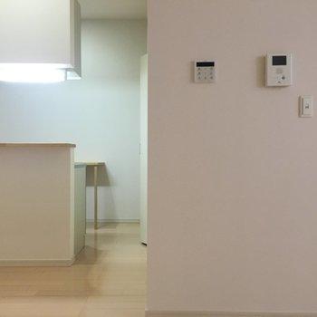 キッチンからお部屋が見えます。