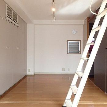 こちらのお部屋は引き戸で仕切ることができます。※前回募集時の写真です。