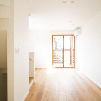 無垢床と木製サッシ!!!!!!