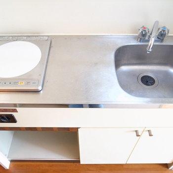 ちょっとした調理スペースなら◎シンクにまな板を渡して使うこともできます。