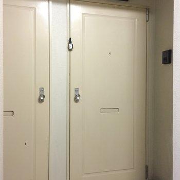ドアがシブい!