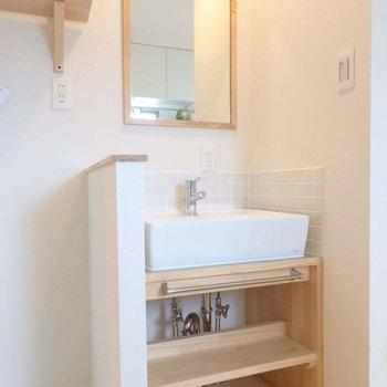 洗面台はタイル壁がかわいい♡