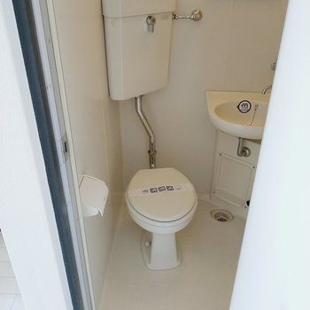 トイレも綺麗。鏡もあるので歯磨きはここでできます。