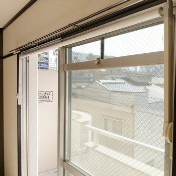 窓には室内物干し付きでした!助かります◎