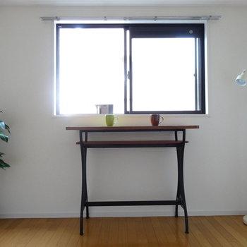 洋室は、6.3帖。窓からやわらかい光が入ります。(※写真はモデルルームです)