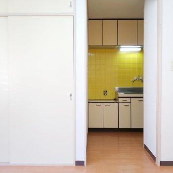 キッチンは玄関前でクローゼットはすぐそこに。