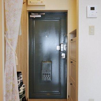 こちらが玄関※写真は前回募集時のもの