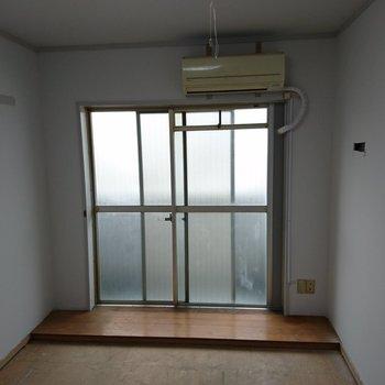 【工事中】しっかり窓から光が入りますね