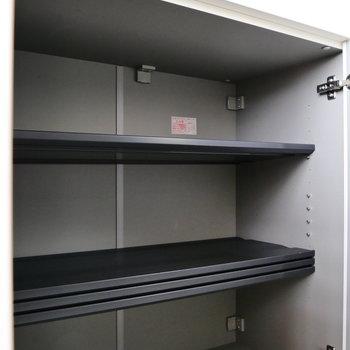 靴箱は大きさに合わせて棚の調整できますよ。
