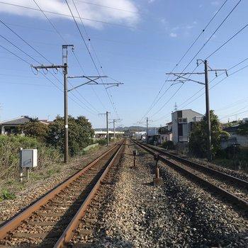 線路の景色が・・・いい!(踏切の中だよ!)