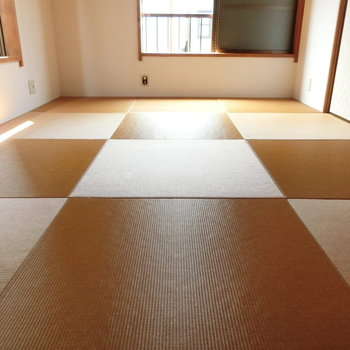 小麦色の琉球畳の質感