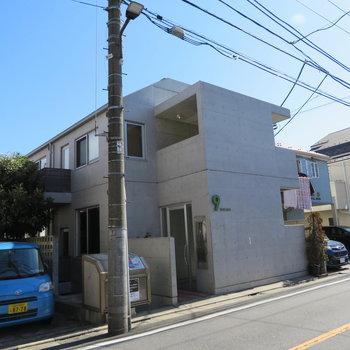 コンクリートのマンション。