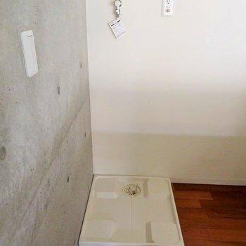 その後ろには洗濯機置場が。※写真は前回募集時のものです