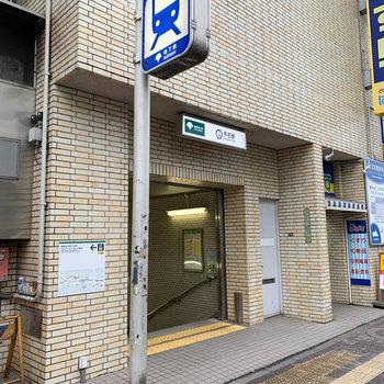 最寄りは千石駅のA1出口が最寄りです。