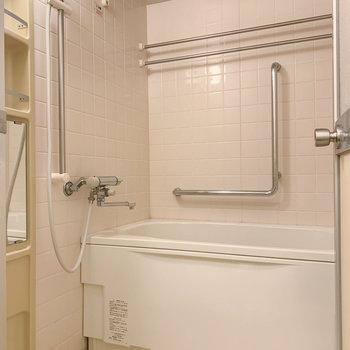 浴室乾燥や追い炊き付きのお風呂です。
