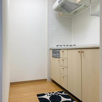 キッチンは白が基調でかわいいのです