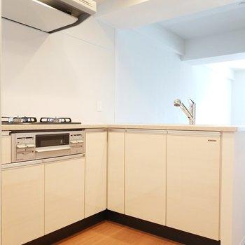 キッチンは収納もたっぷりと入りそう!※写真は2階の同間取り別部屋のものです