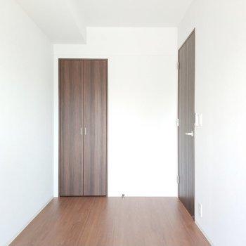 使いやすそうな大きさですね◯※写真は2階の同間取り別部屋のものです