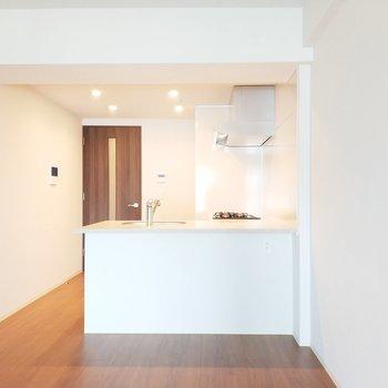 憧れの対面キッチン!※写真は2階の同間取り別部屋のものです