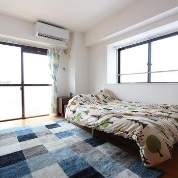 【洋室①】寝室。光が2方面からあるのもいいな。※写真は前回募集時のものです