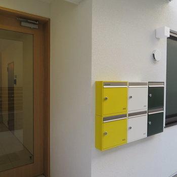 可愛い郵便ボックス!アイルランドの国旗みたいですね。※掲載写真は別部屋です。