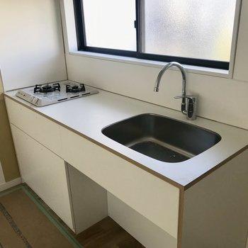 キッチンは作業スペースもしっかり広さがあって使いやすそう!※工事中の写真です。