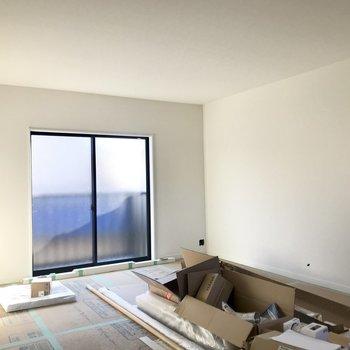 白い壁が明るさを引き立たせてます!※工事中の写真です。