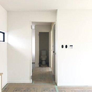 玄関から廊下側を。まだドアは付いていません!※工事中の写真です。