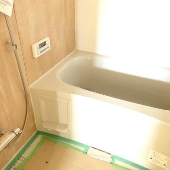 お風呂は木目調でかわいい!※工事中の写真です。