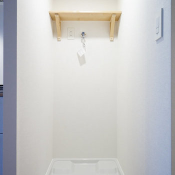 洗濯機置場は脱衣所内。上に棚が付いているのが嬉しいな◎※写真はイメージです