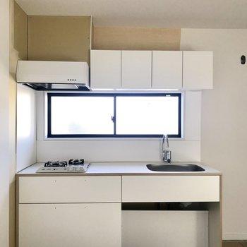 キッチンの窓が明るくて嬉しい!※工事中の写真です。