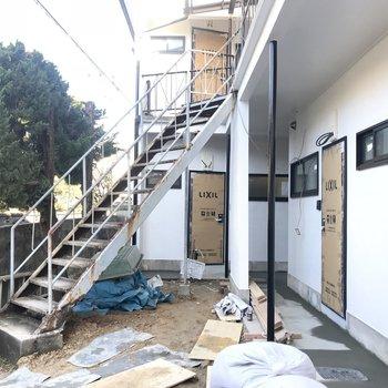 これから階段が新しくなる予定!※工事中の写真です。