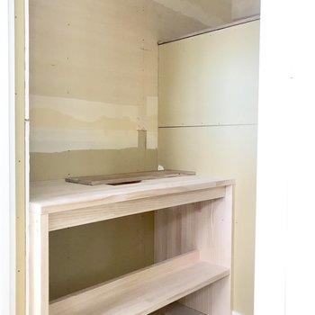大きめの洗面台がつきますよ!※工事中の写真です。