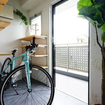 玄関の土間はこんな感じ。土間に自転車や植物を置いておしゃれに使いたい◎※写真はイメージです