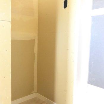 洗濯機置場もしっかりと。上には棚が設置予定!※工事中の写真です。