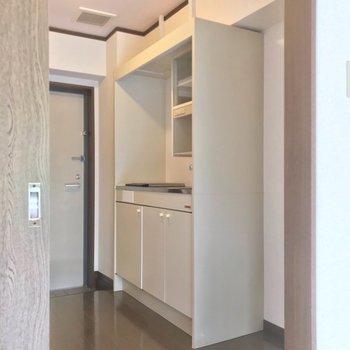 冷蔵庫はシンクの隣に置けますよ!