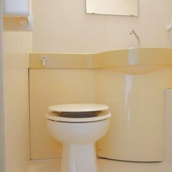 こちらトイレ。掃除はラクラク  ※写真は前回募集時・クリーニング前のものです