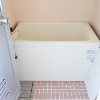 お風呂はかなりレトロです。