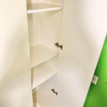 シューズボックスの棚は高さの調節が可能。
