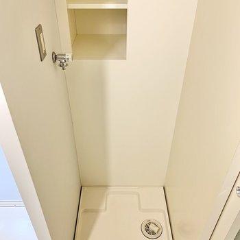 サニタリーは1階に。洗濯機置き場もあります。