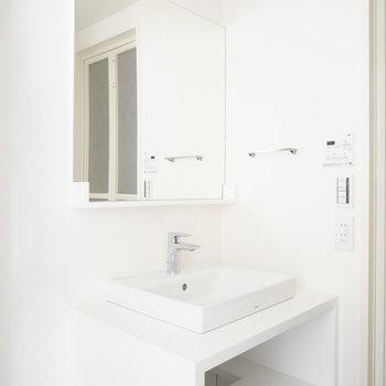 大きな洗面台、デザインもgood!