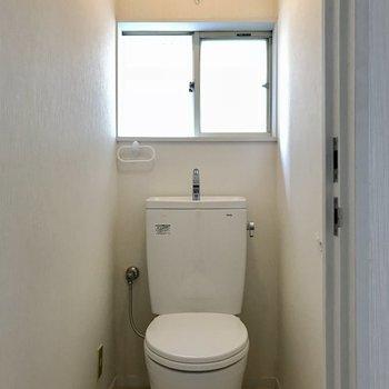 トイレにも窓が!