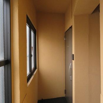 共用廊下は内廊下ですね。