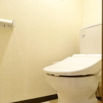 ウォシュレット付きの個室トイレ!